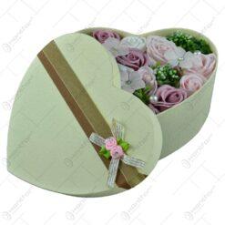 Cutie cadou (inima) cu buchet de flori realizat din spuma - Trandafiri - Diverse culori