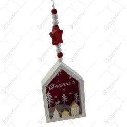 """Decoratiune de agatat realizat din lemn in forma casuta pentru Craciun - Design cu inscriptia  """"Christmas"""" - 2 modele (Model 2)"""