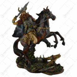 Figurina realizata din rasina - Design Cavaler pe cal