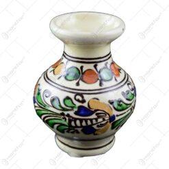 Vaza din ceramica de Corund pictat cu motive populare in diferite culori
