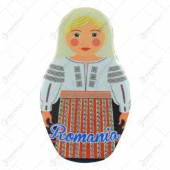 Magnet de frigider realizat din ceramica - Femeie in port popular - Design Romania - 10cm