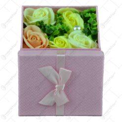 Cutie cadou (patrat) cu buchet de flori realizat din spuma - Trandafiri - Diverse culori