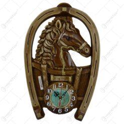 """Decoratiune pentru perete in forma de potcoava realizata din ipsos cu ceas si termometru - Design cu cal si inscriptia """"Romania"""""""