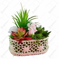 Cos crosetat cu decoratiuni - Design cu figurina. plante si flori
