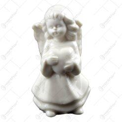 Figurina realizata din ceramica reprezentand un inger ideala pentru decoratiunea de Craciun