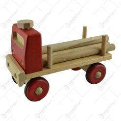 Camioneta realizata din lemn