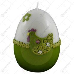 Lumanare de Paste in forma de ou decorata cu gaina si flori verzi