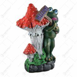 """Decoratiune pentru gradina realizata din ceramica - Broscuta cu placa """"Welcome"""" (Model 2)"""