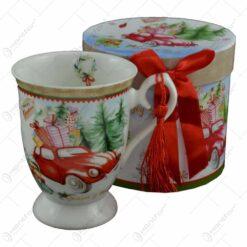 Cana de craciun realizata din ceramica in cutie cadou - Design masina cu cadouri