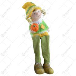 Figurina decorativa pentru toamna realizata din ceramica cu picioare din textil - Copil - 2 modele 9cm