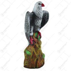 Decoratiune pentru gradina realizata din ceramica - Soim