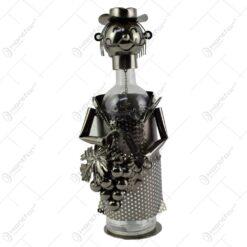 Suport realizat din metal pentru sticla de vin - Recoltator