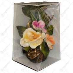 Vaza cu flori si decoratiune florala. din ipsos si piele ecologica - Decoratiune