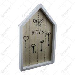 """Suport pentru chei realizata din lemn in forma de casuta - Design cu chei. fluturi si inscriptia """"Keys"""""""