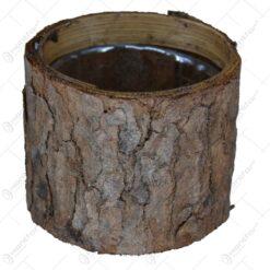 Ghiveci realizat din lemn