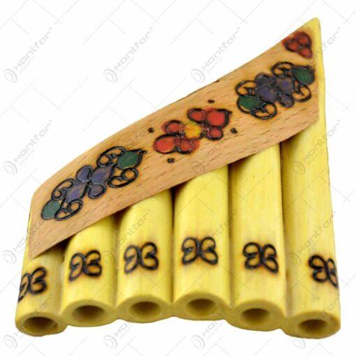 Nai cu 6-7 orificii decorat cu motive populare