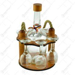 Suport lemn cu maner de franghie cu sticla si pahare de tuica.