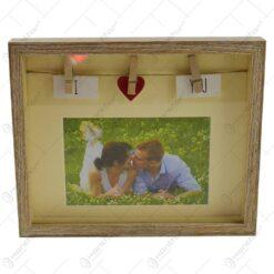"""Rama foto realizata din lemn - Dim. poza 10x15 cm - Design cu cleme si mesajul """"I love you"""""""