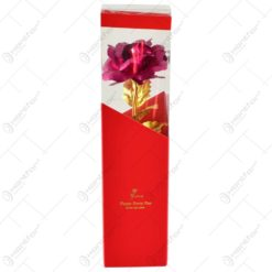 Trandafir realizat din plastic in cutie cadou - Ciclam (Model 2)