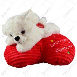"Ursulet realizat din plus pe o perna in forma de inima - Design cu mesajul ""I love you forever"""