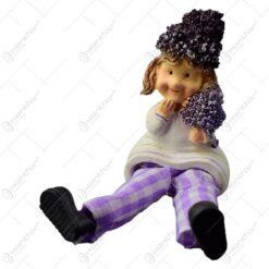 Figurina decorativa realizata din rasina cu picioare din textil - Copil cu lavanda