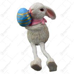 Figurina iepuras de Paste realizata din rasina cu picioare din textil - Iepuras cu ou colorat - 2 modele