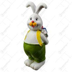 Figurina iepuras de Paste realizata din rasina - Iepuras cu ou colorat