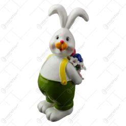 Figurina iepuras de Paste realizata din rasina - Iepuras cu ou vopsit
