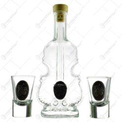 Sticla de tuica in forma de violin cu doua pahare cu decor embosat in cutie eleganta cu captuseala - Prune