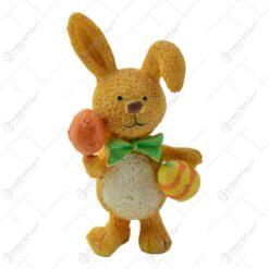 Figurina iepuras de Paste realizata din rasina - Model cu ou vopsit/cu flori