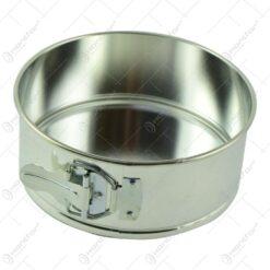 Respectiva forma pentru tort este realizata din aluminiu