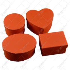 Acest set contine patru cutii de diverse forme