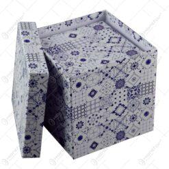 realizate din carton si dotate cu capac. Cutiile sunt ideale pentru cadouri