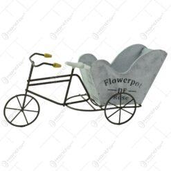 """Suport realizat din lemn si metal in forma de bicicleta pentru ghiveci - Design cu inscriptia """"Flowepot"""" (Model 2)"""