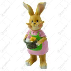 Figurina iepuras de Paste realizata din rasina - Iepuras cu ou colorat - 2 modele (Model 9)