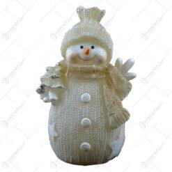 Figurina realizata din cermica cu led - Design om de zapada cu caciula si fular