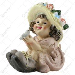 Figurina copil decorativ din rasina - Fetita cu pasare