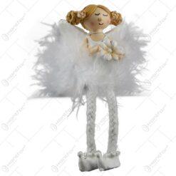 Figurina copil decorativ din rasina cu picioare snur - Ingeras cu floare/Baleria