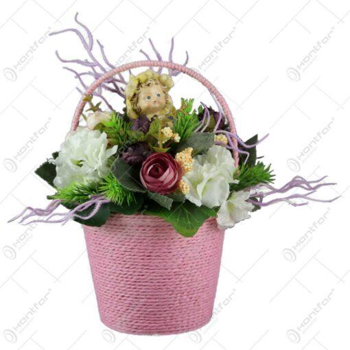 Galeata decorativa cu flori si o figurina ceramica