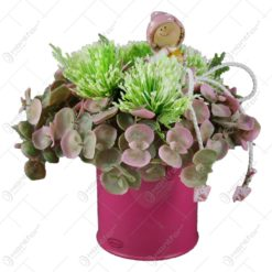 Cana metal decorat cu flori si cu figurina