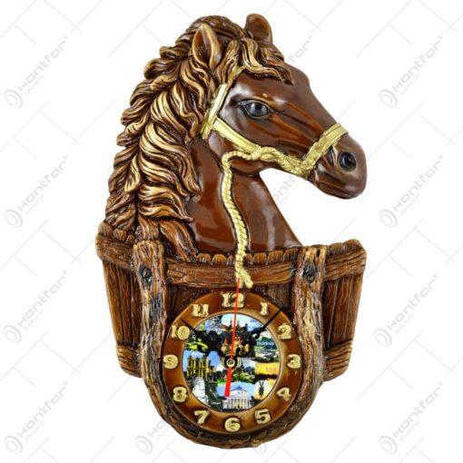 Placheta din ipsos cu ceas reprezentand un cal
