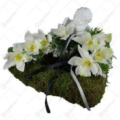 Aranjament floral pentru cimitir cu ingeras