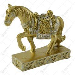 Figurina cal din rasina aurie 7 CM