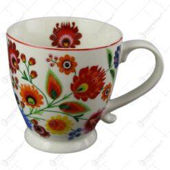 Cana portelan 340 ml cu motive florale Etno in ambalaj decorativ