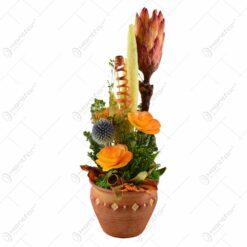Ghiveci cu decoratiune din flori si plante uscate