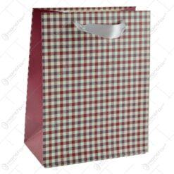 Punga pentru cadouri - Design cu patratele