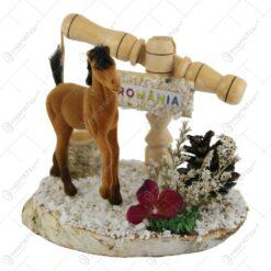 Decoratiune traditionala din lemn - Fantana cu cal/Romania