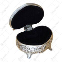 Caseta pentru bijuterii in forma de inima cu flori - Elegant Metal (Model 1)