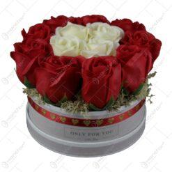 Cutie cu trandafiri de sapun cu 16x13 CM