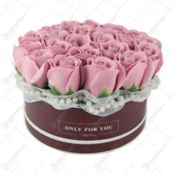 Cutie cu trandafiri de sapun cu 20x13 CM